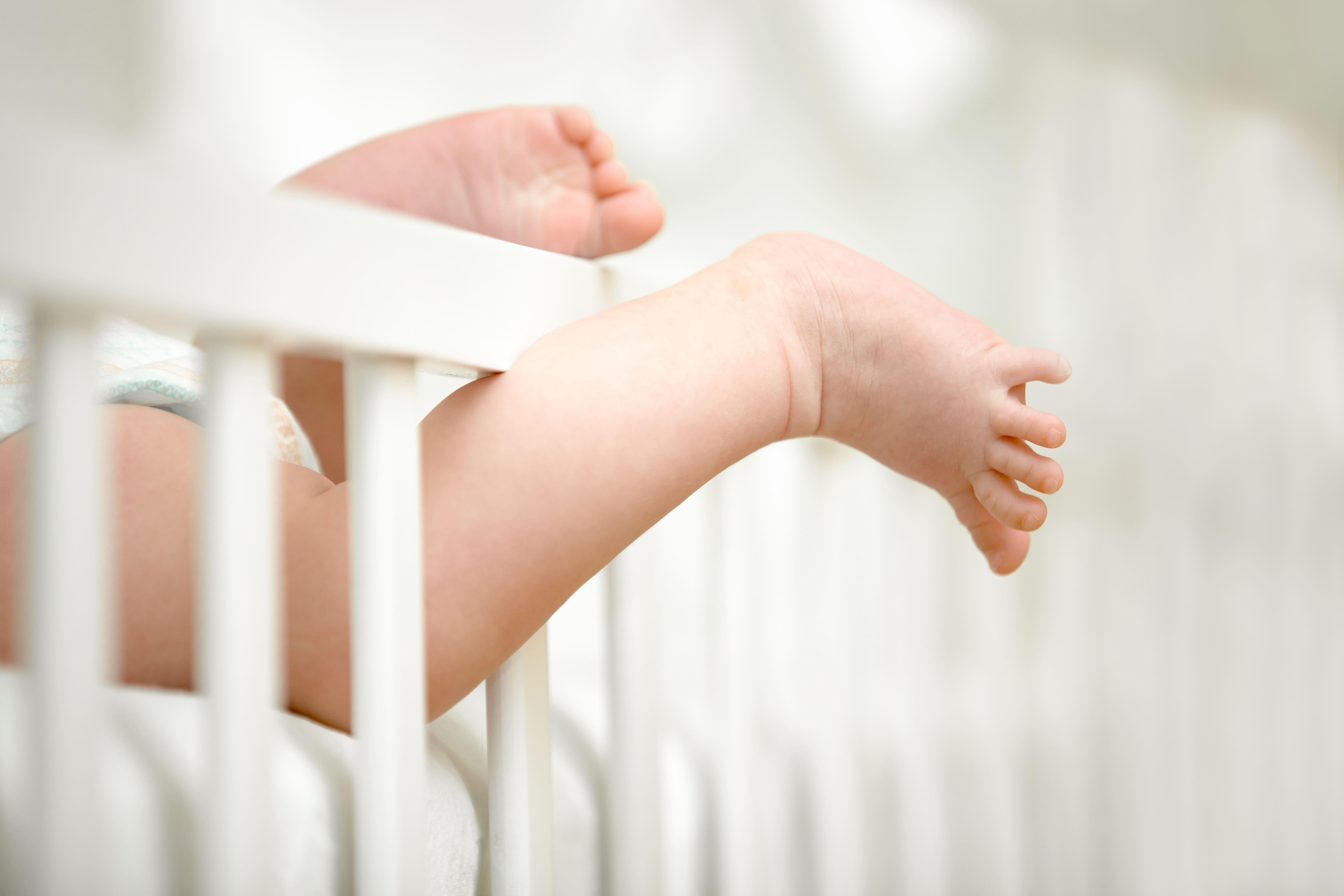 傳統嬰兒床危險